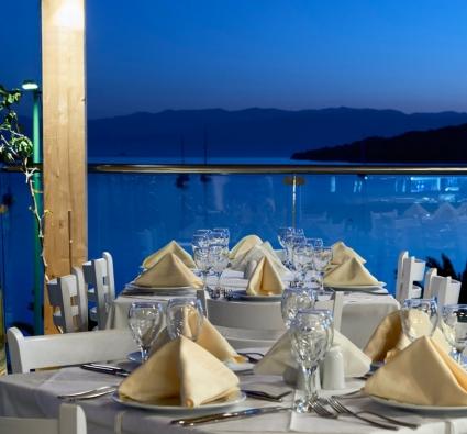 Restaurant-corner-Nautica-Bay
